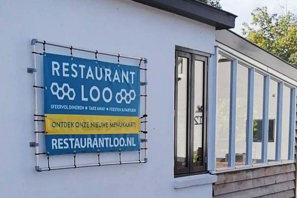 Spandoek in frame Restaurant Loo
